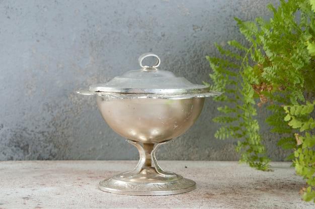 Sucrier vintage en métal