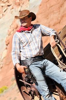 Sud-ouest - un cow-boy prend le temps de se reposer et de réfléchir.