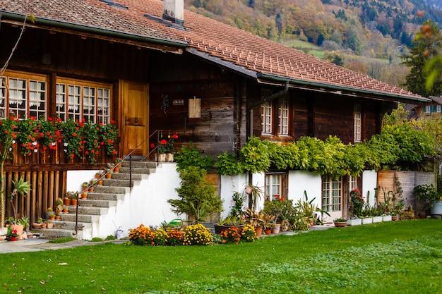 Suisse. village de grindelwald. maison de montagne