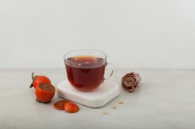 Sujeonggwa thé aux fruits froids ou punch frais
