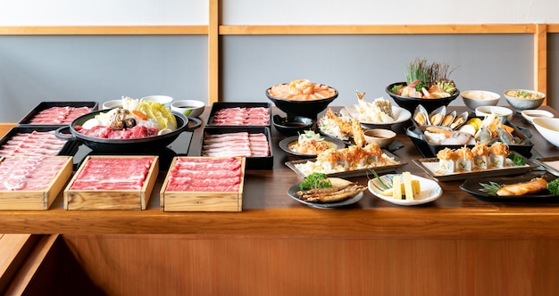 Sukiyaki japonais et nourriture