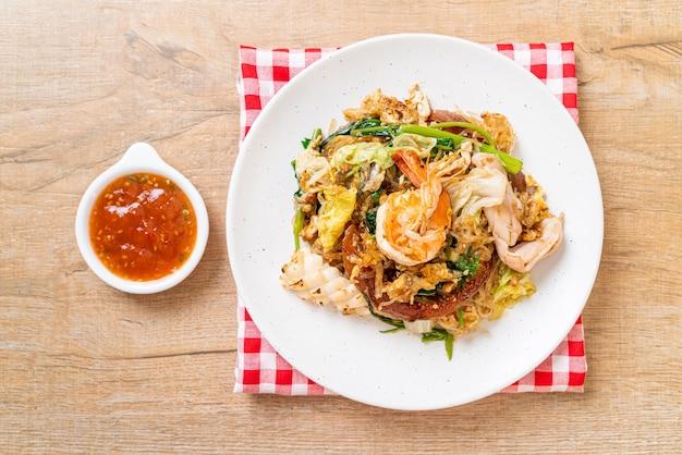 Sukiyaki séché - vermicelles sautés aux légumes et fruits de mer en sauce sukiyaki