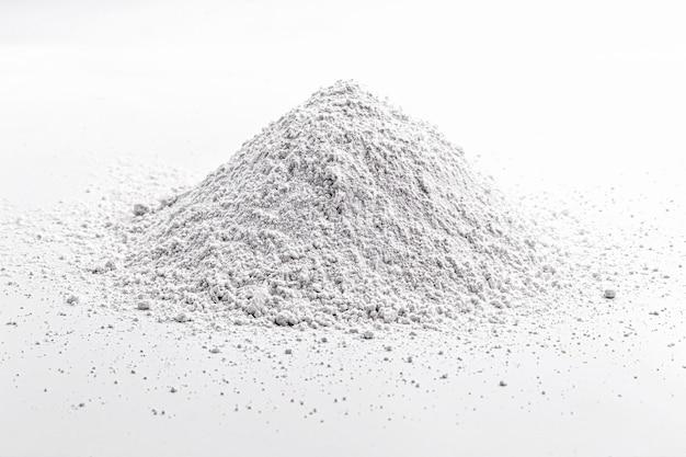 Le sulfure de calcium est un composé inorganique solide de formule chimique cas, utilisé dans la production de certains types de peintures, céramiques et papiers.