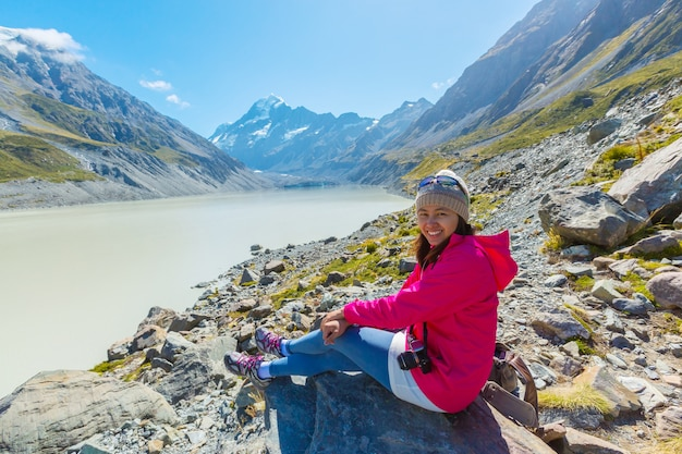 Summertime, femme asiatique profiter de voyage au parc national du mont cook dans le sud de l'île nouvelle-zélande