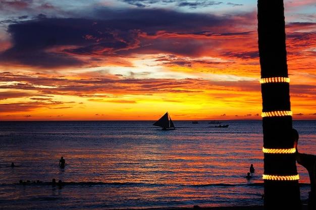 Sunset beach mer boracay