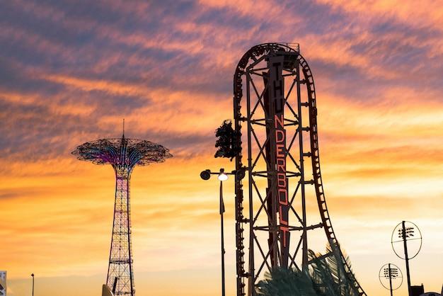 Sunset couvre le parc d'attractions