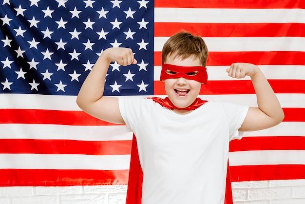 Super héros sur drapeau américain