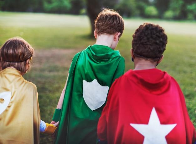 Super-héros enfants avec superpuissances