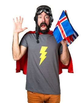 Super-héros frustré avec beaucoup de drapeaux