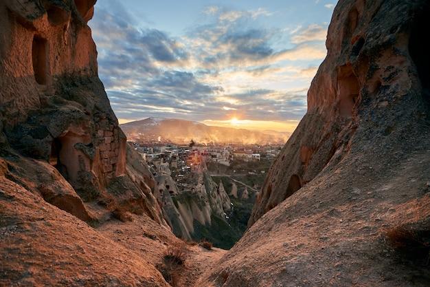 Superbe coucher de soleil en cappadoce, turquie.