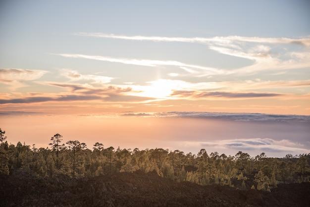 Superbe coucher de soleil depuis le volcan teide, tenerife, canaries, espagne