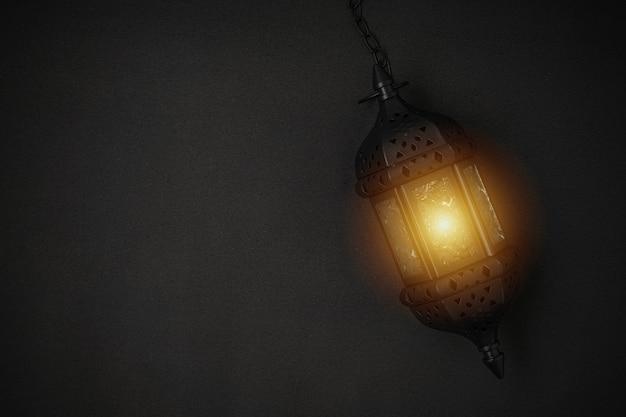 Superbe lanterne à bougie ramadan sur fond noir.