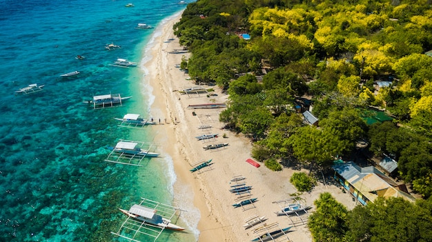 Superbe plage tropicale aux philippines.