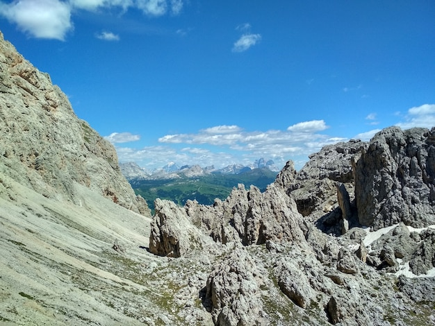 Superbe vue sur la chaîne de montagnes cadini di misurina dans le parc national tre cime di lavaredo. dolomites
