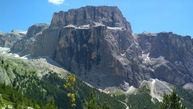 Superbe vue sur la chaîne de montagnes cadini di misurina dans le parc national tre cime di lavaredo.