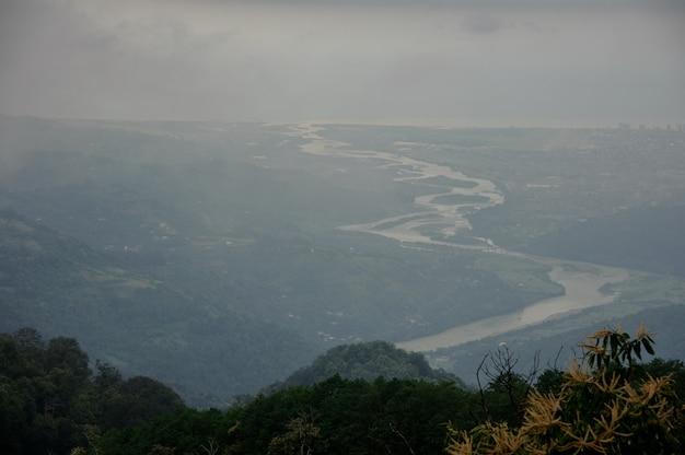 Superbe vue depuis les hauts sommets des montagnes