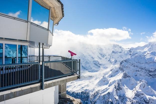 Superbe vue panoramique montagne des neiges de la ligne d'horizon suisse du schilthorn, suisse