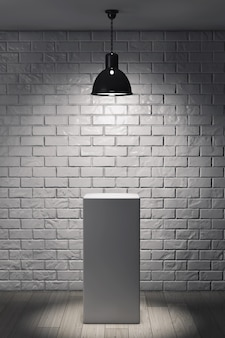 Support blanc et plafonnier devant le mur de briques