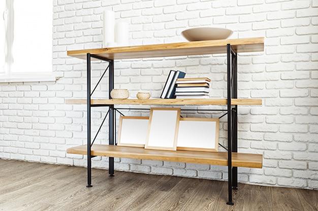 Support en bois moderne dans un loft