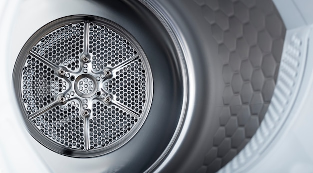 Surface en acier inoxydable à l'intérieur d'une machine à laver ou d'un sèche-linge