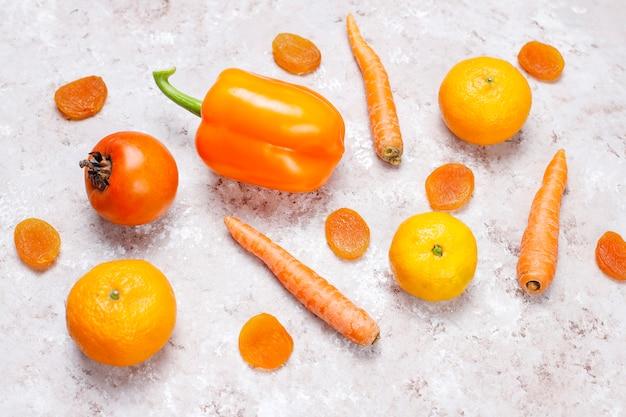Surface en béton foodson orange frais