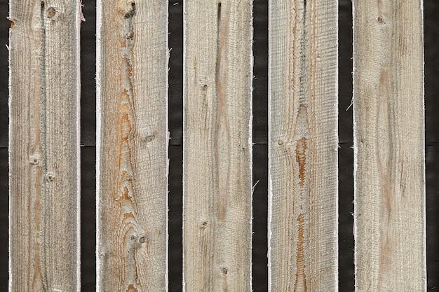Surface en bois non traitée de la vieille structure en bois.