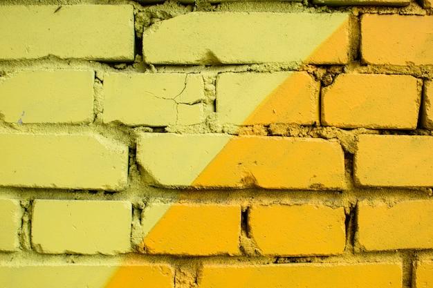 Surface de brique multicolore, peinte de différentes couleurs