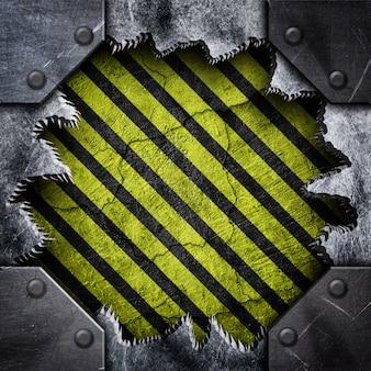 Surface déchirée en métal avec motif rayé
