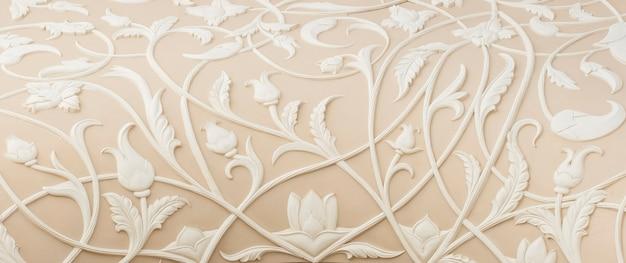 Surface détaillée du mur avec de belles fleurs décoratives. fond