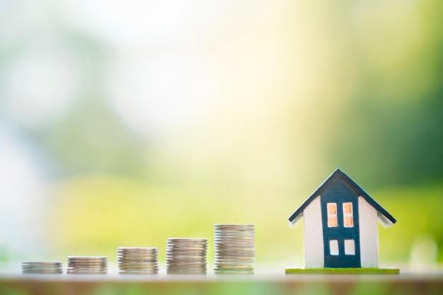 Surface de économiser de l'argent pour le concept de maison