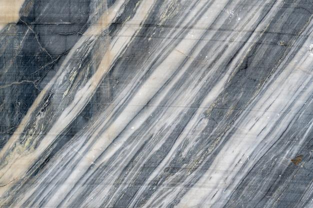 Surface grise en pierre de marbre rayée.