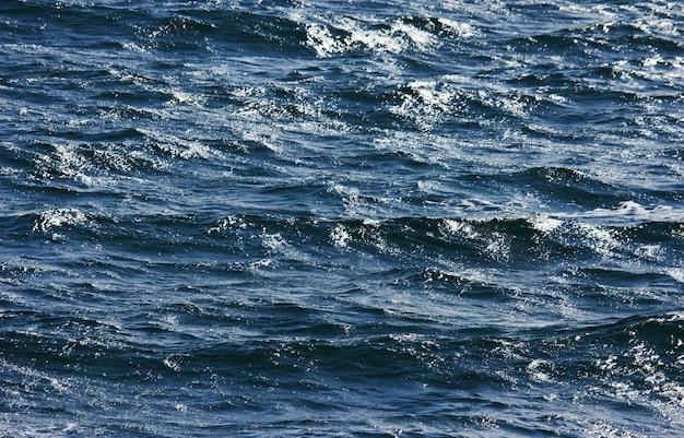 Surface de la mer bleue
