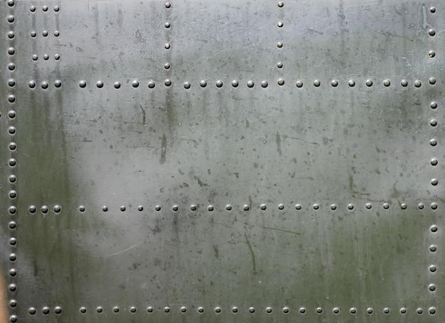 Surface métallique de blindé militaire