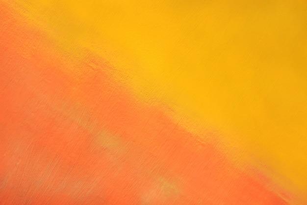 Surface métallique peinte en jaune et rouge