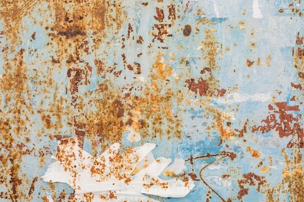Surface métallique avec peinture vieillie et rouille