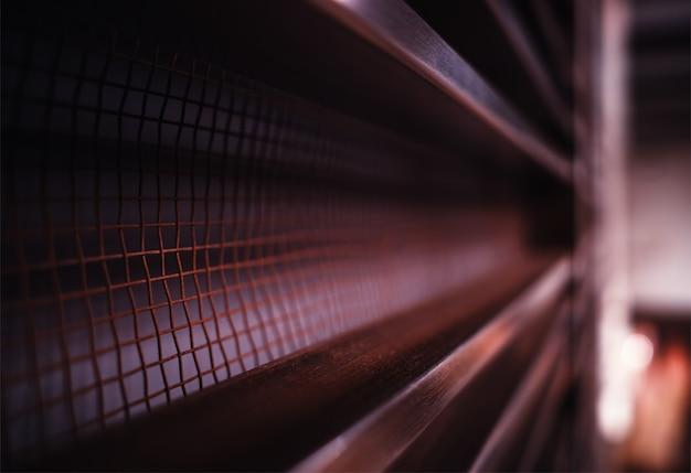 Surface métallique rougeâtre en arrière-plan en perspective