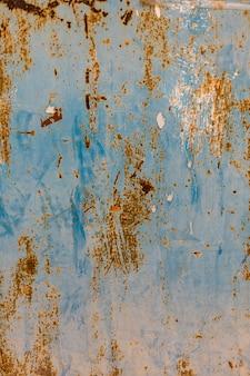 Surface métallique rouillée avec de la peinture