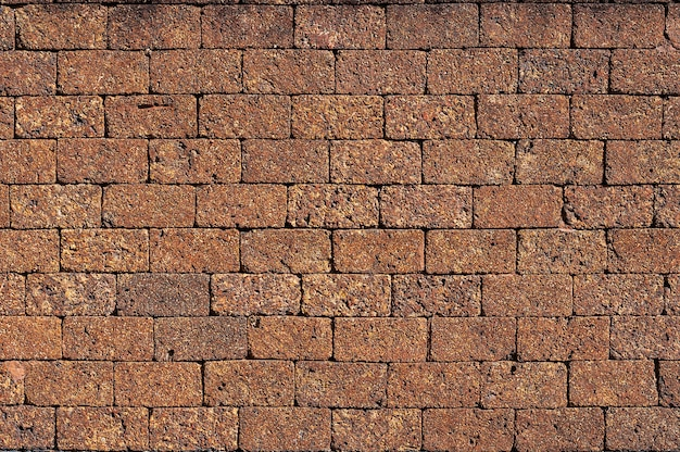 Surface de mur en pierre de latérite blocs de brique en pierre rouge close up background.