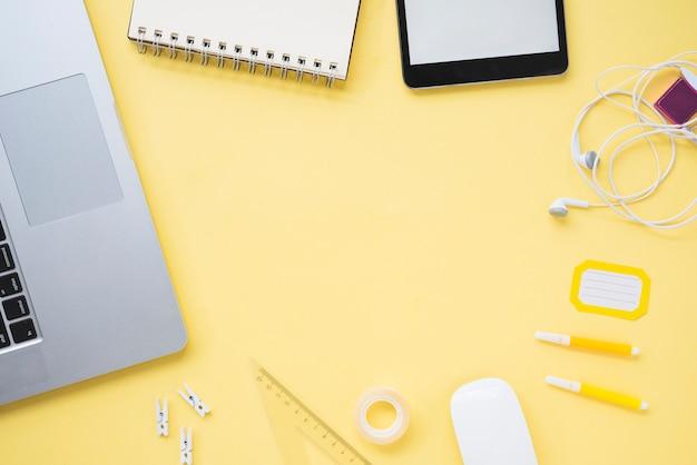 Surface plane de l'espace de travail avec espace de copie