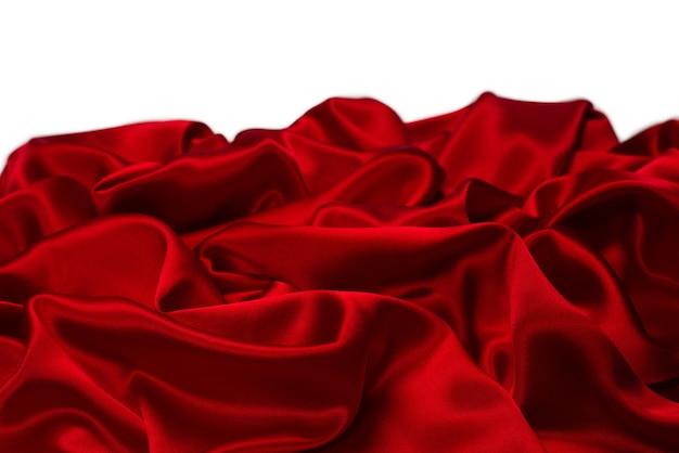 Surface de texture en tissu de soie rouge riche et luxueuse. vue de dessus.