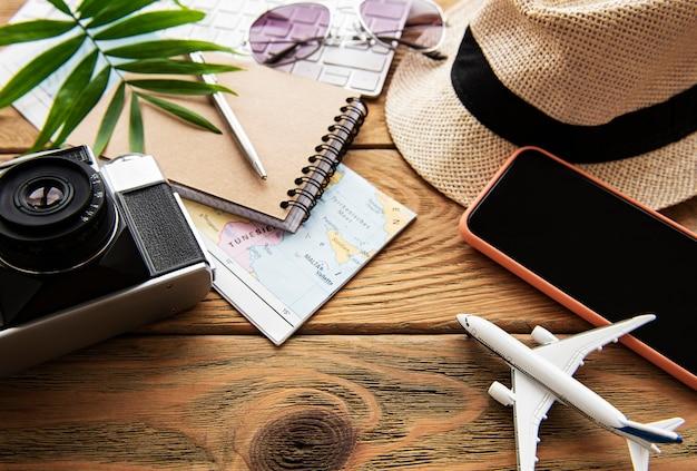 Surface de vacances d'été avec des objets