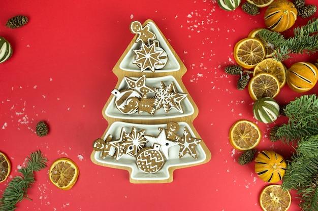 Surface de vacances de noël avec des biscuits au gingembre
