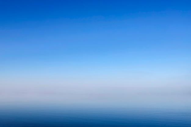 Surface des vagues de la mer bleue et abstrait, arrière-plan,