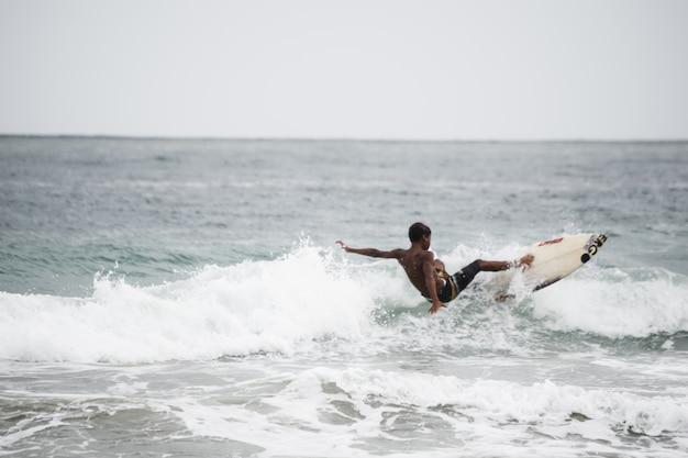 Surfer à tobago