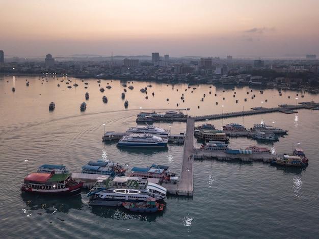 Surise vue aérienne de laem bali hai marina club pattaya beach thaïlande