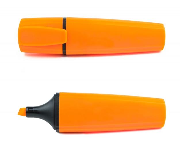 Surligneur marqueur de bureau orange sur fond blanc. isolé.