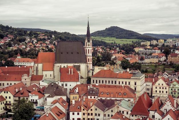 Surplombant la ville historique de cesky krumlov. république tchèque
