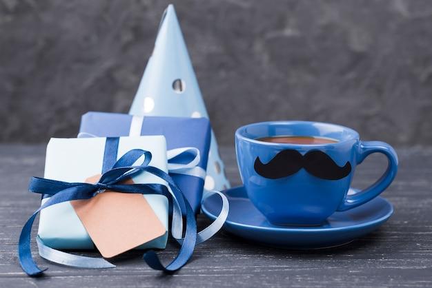 Surprise pour la fête des pères et une tasse de café