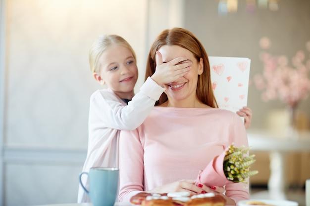 Surprise pour la mère