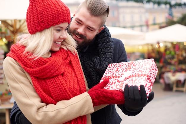 Surprise pour sa petite amie bien-aimée